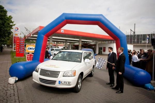 Toyota-Brennstoffzellen-Fahrzeuge bei Rallye in Berlin ohne Mühe