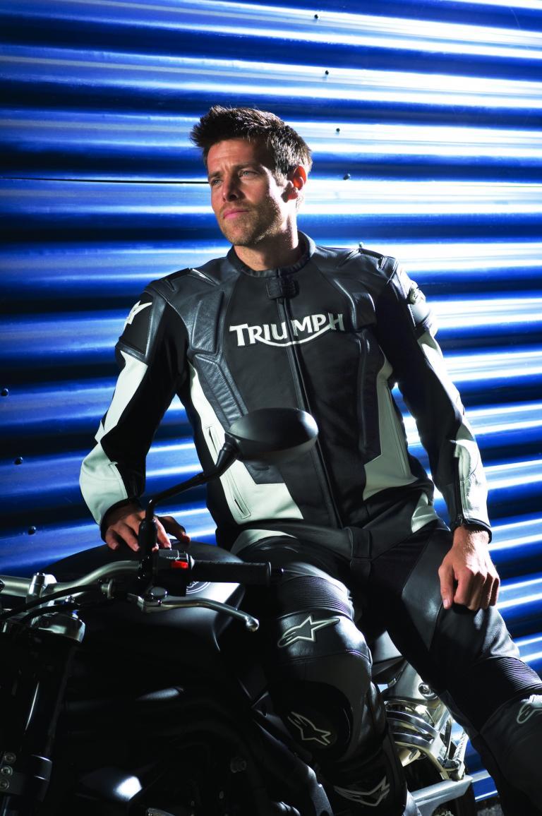 Triumph entwickelt Bekleidungskollektion mit Alpinestars
