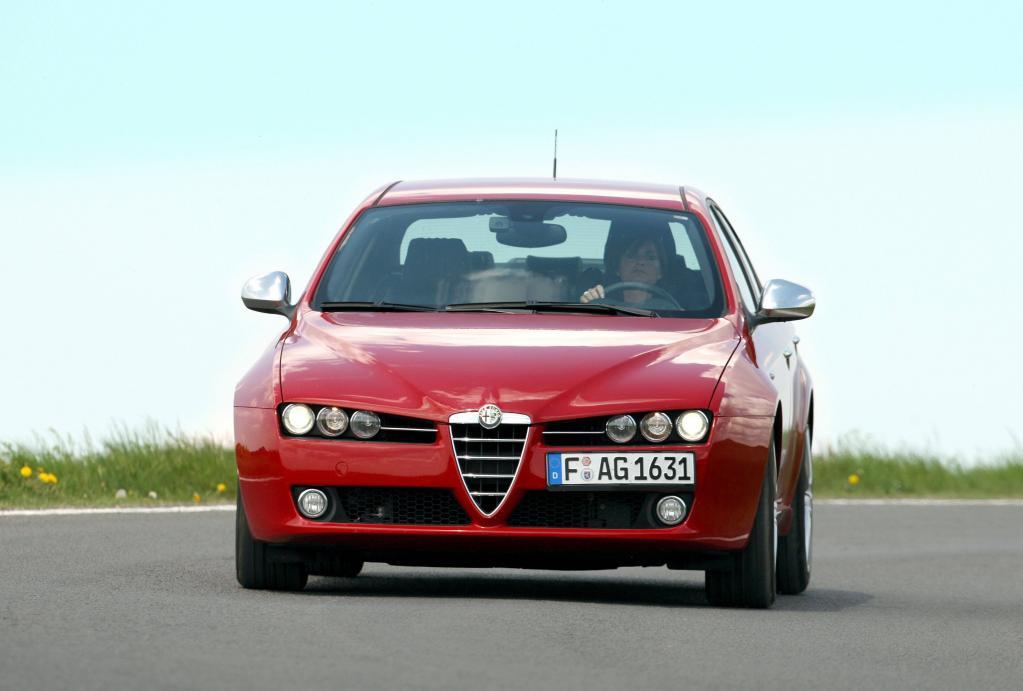 Typisch Alfa Romeo: Die markante Frontpartie mit dem eigenständig geformten Kühlergrill