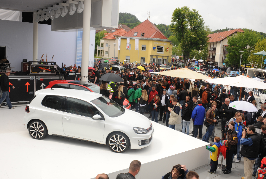 Volkswagen Golf GTI Adidas.