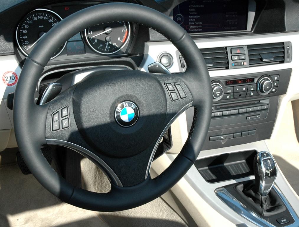 Wenn Frauen (Männer-)Autos entwerfen: Blick ins BMW-3er-Cabrio-Cockpit.