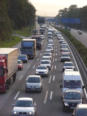 ADAC-Stauprognose: Entspannung auf Autobahnen, Behinderungen in Städten