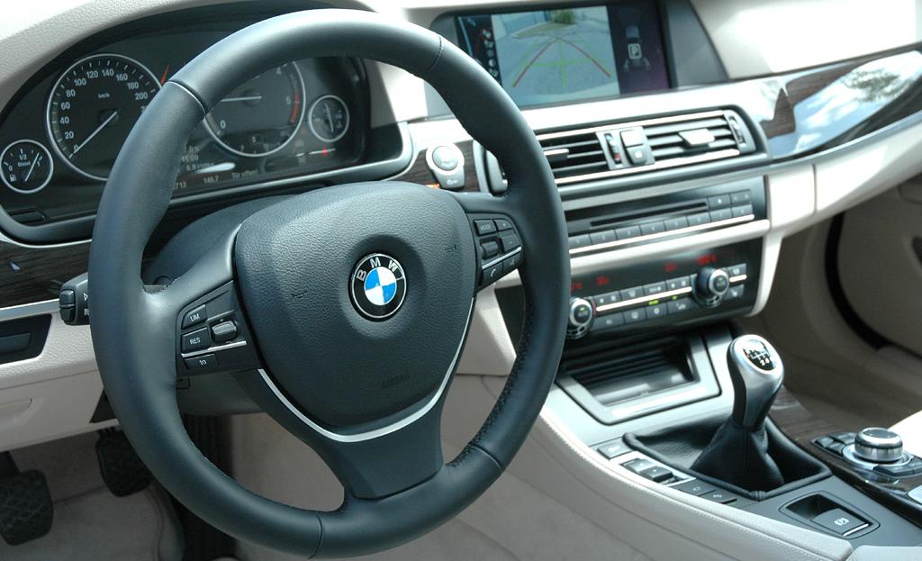 BMW 5er Touring: Blick ins Cockpit.