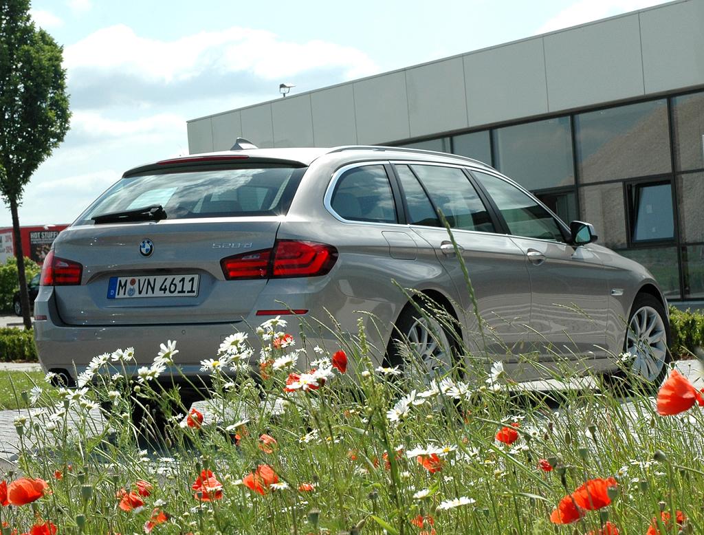 BMW 5er Touring: Heck-/Seitenansicht.