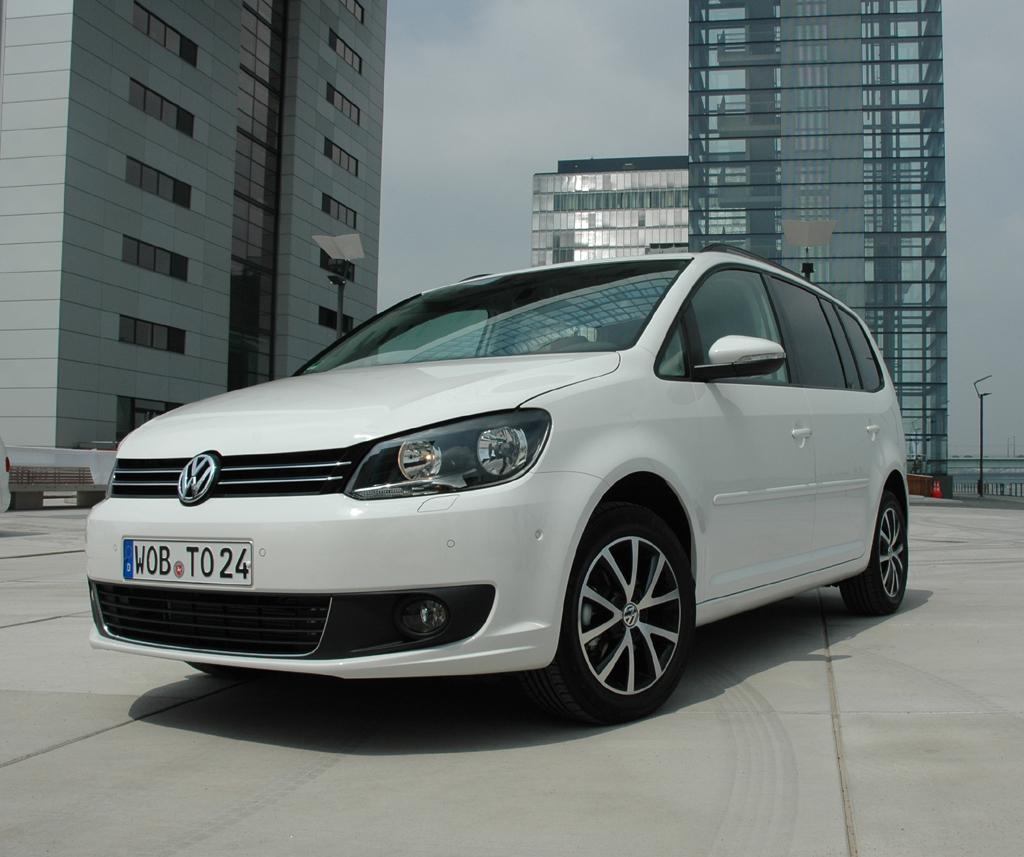 Der VW Touran kann als Fünf- oder Siebensitzer vorfahren.