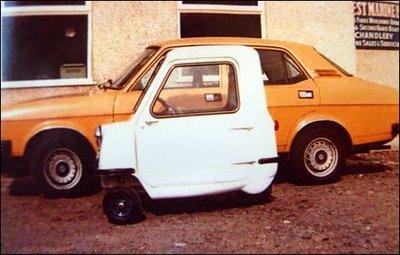 Der Vergleich macht es deutlich: Der Peel ist das kleinste Auto der Welt, Bild von: photobucket.com