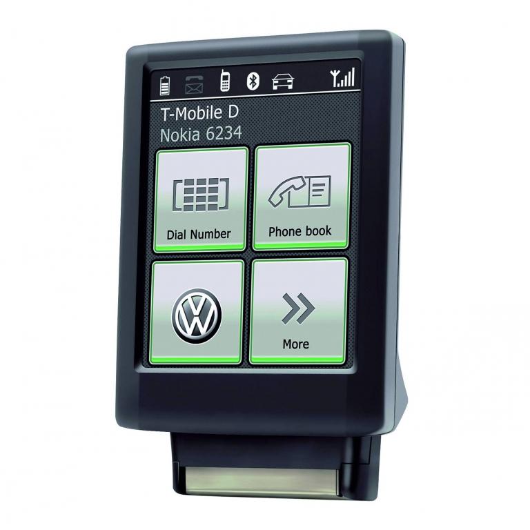 Die Telefonbedienung über den Bluetooth-Touch-Adapter wird durch das 2,8-Zoll-Touchscreen-Display wesentlich erleichtert.