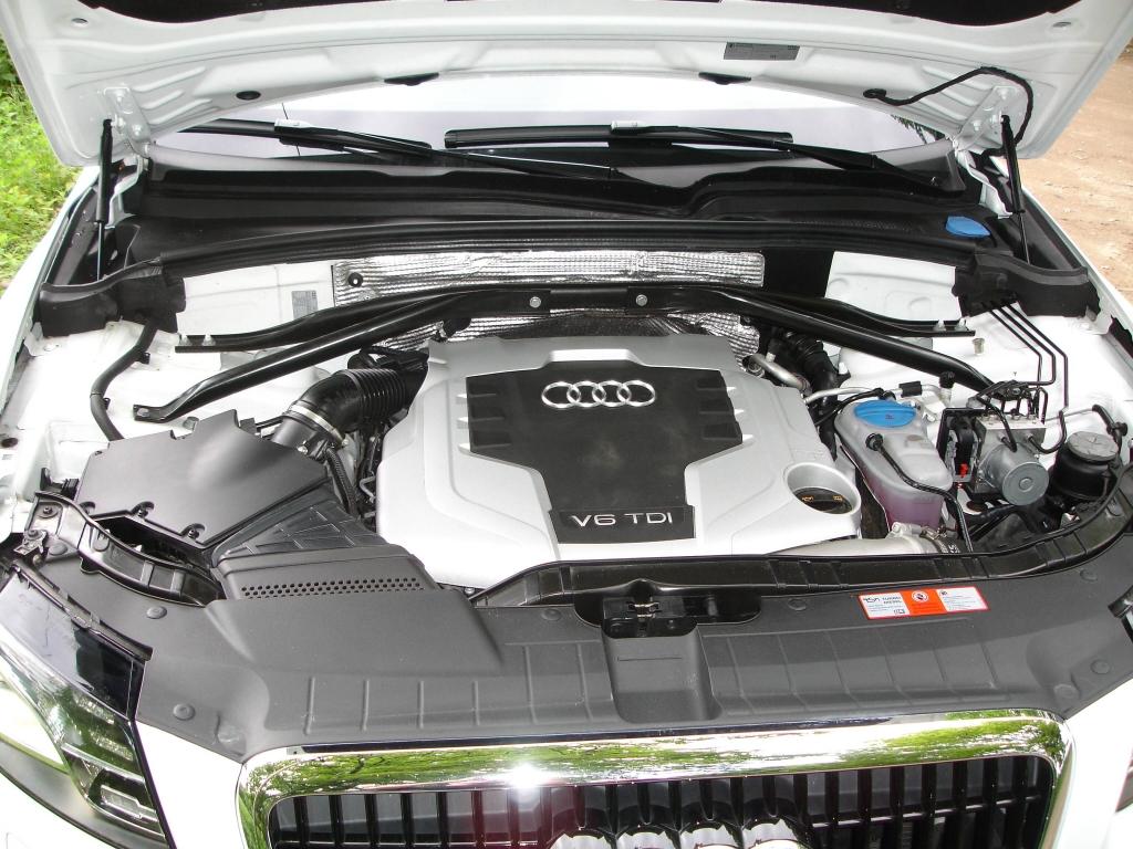 Hier steckt die Power! Der V6 TDI gewinnt Sympathien dank seiner Leistungsstärke, Laufkultur und Sparsamkeit. Schon im Leerlauf hört er sich von außen an, als wolle wer mit seiner Potenz fauchend imponieren.