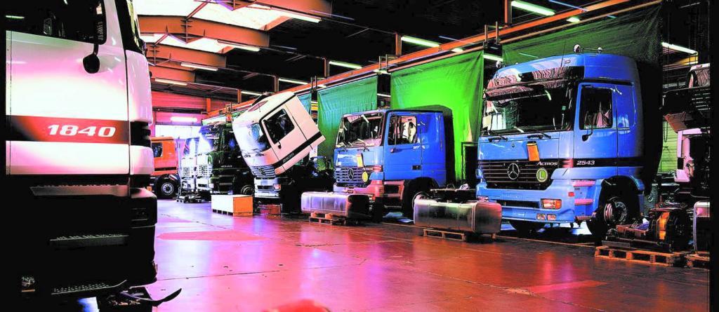 In Molsheim rüstet Mercedes-Benz Lastwagen nach speziellen Kundenwünschen um.