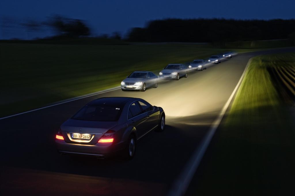 Mehr Sicherheit in der Dunkelheit: Neuer Adaptiver Fernlicht-Assistent stellt in jeder Fahrsituation automatisch das beste Licht ein