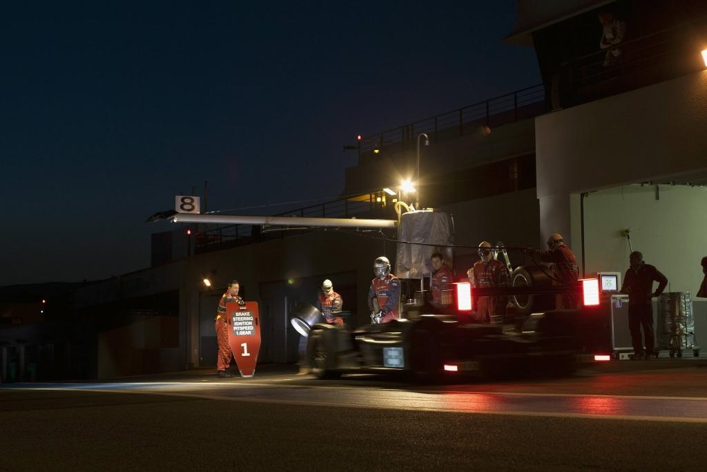 Nicht zuletzt auch der Wechsel von Licht und Dunkel macht die 24 Stunden in Le Mans zur Herausforderung.