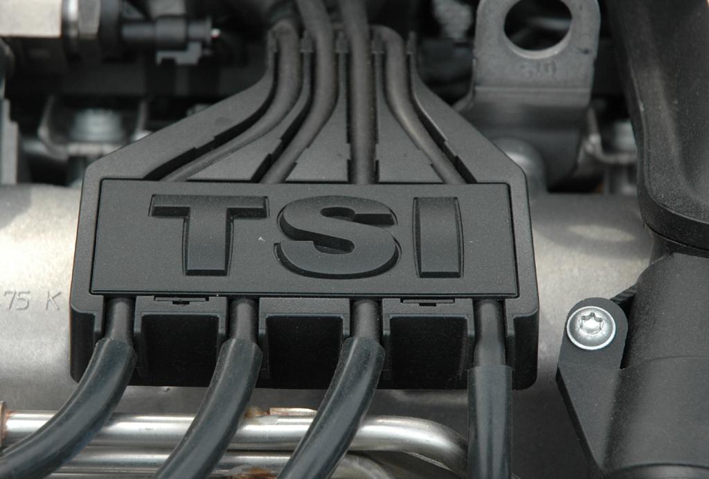 VW Touran: Blick auf den aufgeladenen 1,2-Liter-Basisdirekteinspritzer.