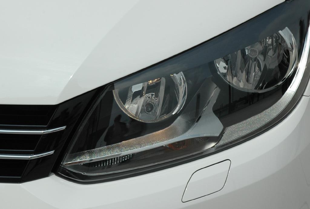VW Touran: Die Leuchteinheiten vorn sind modern gestaltet.