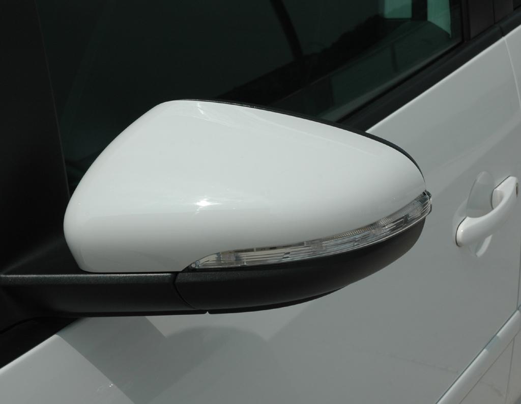 VW Touran: Die großen Außenspiegel bieten gute Sicht nach hinten.
