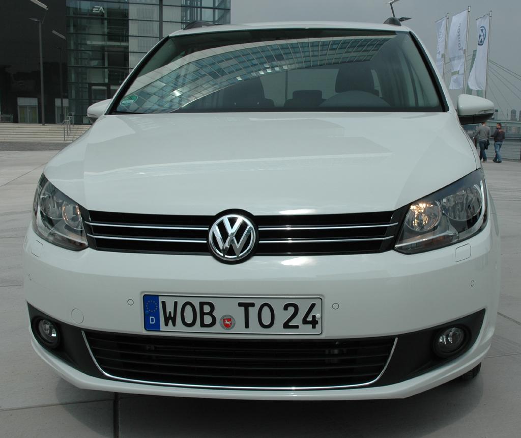 VW Touran: Neben der Heck- ist auch die Frontpartie komplett neu.