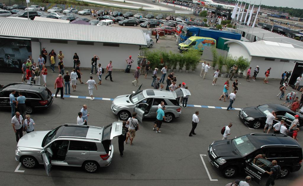 Am Tag des Rennens: Blick aufs Mercedes-Veranstaltungsareal.
