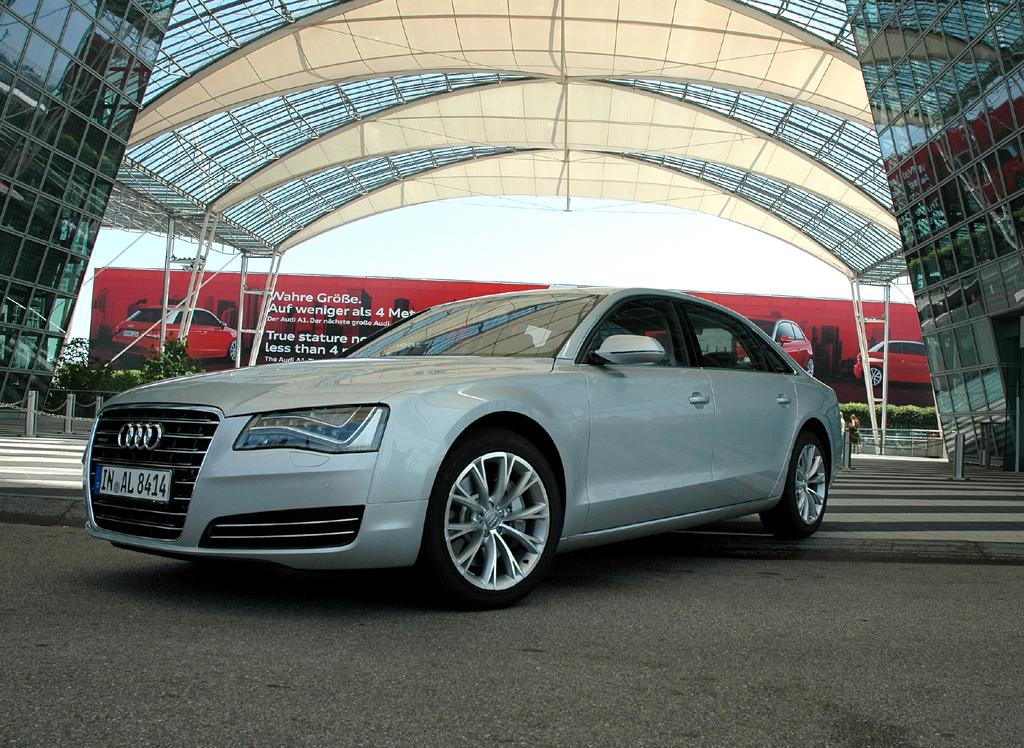 Auch Audis Chauffeurs-A8 fährt länger, breiter, flacher und mit moderner LED-leuchttechnik vor.