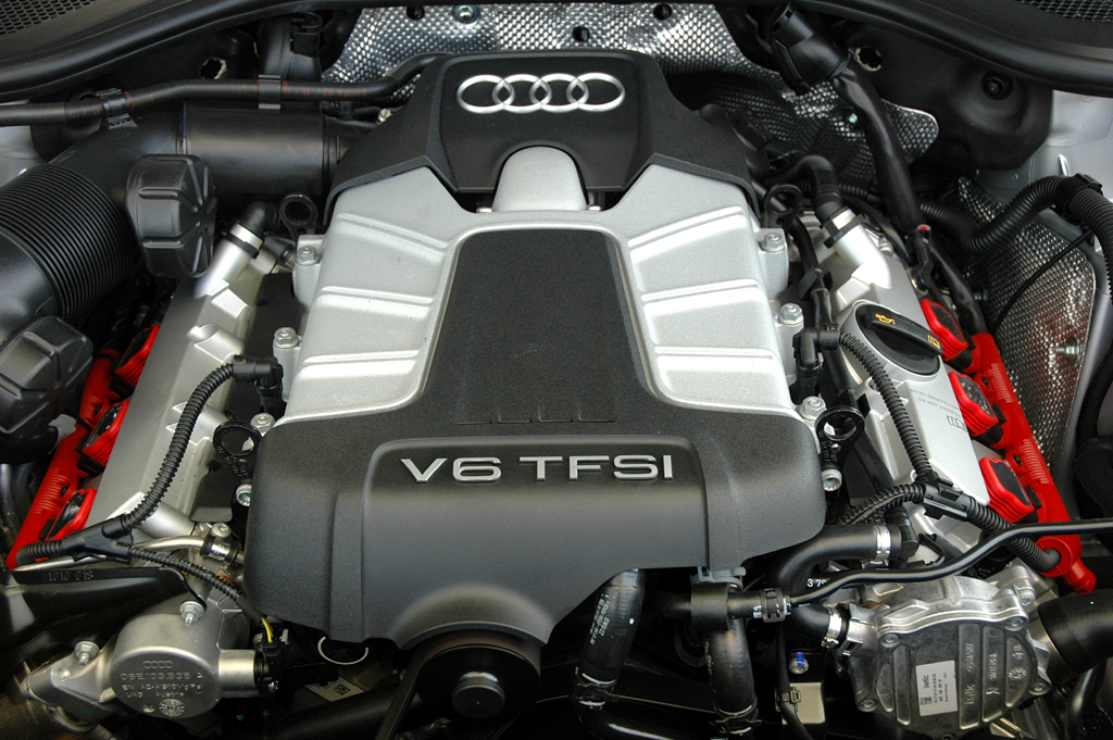 Audi A8 lang: Blick auf den 290-PS-Sechszylinder-Kompressorbenziner.