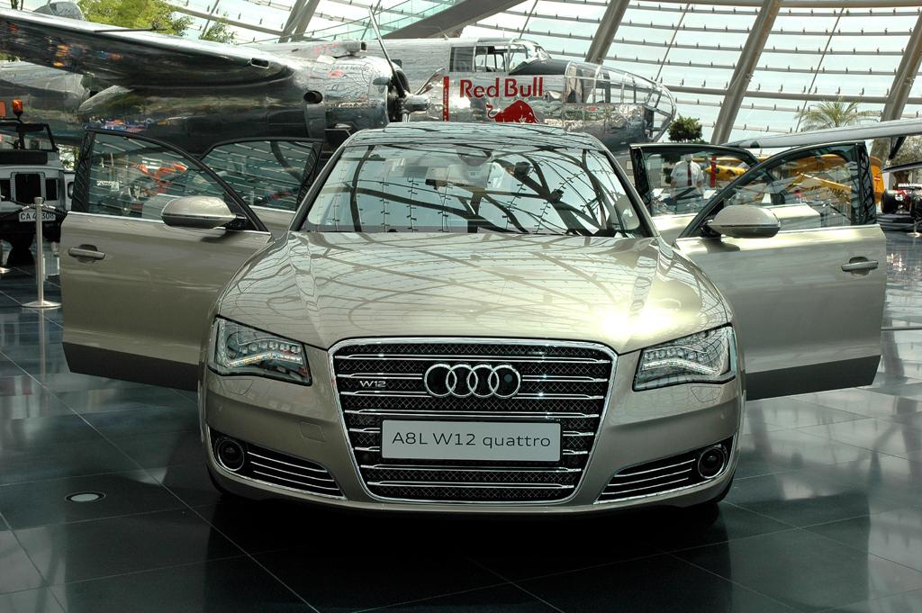 Audi A8 lang: Der 500-PS-Zwölfzylinder-Benziner ist das Spitzenmodell.