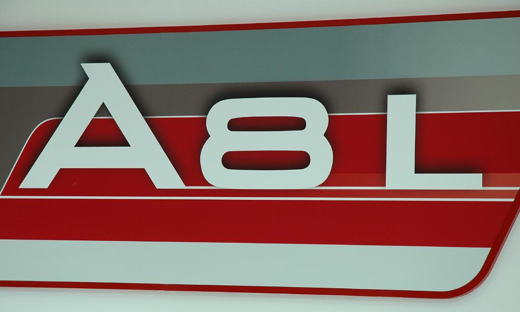 Audi A8 lang: Schriftzug für Luxus im ganz großen Stil.