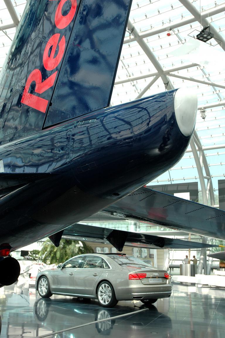 Audi A8 lang: Unterm