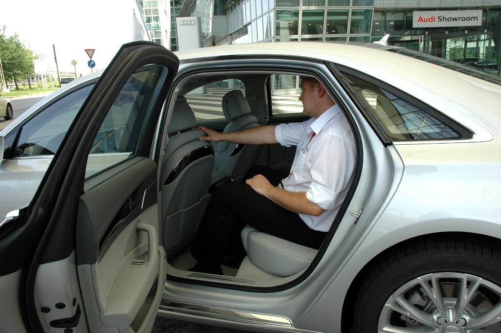 Audi A8 lang: Vom Längenzuwachs profitieren die Passagiere hinten.