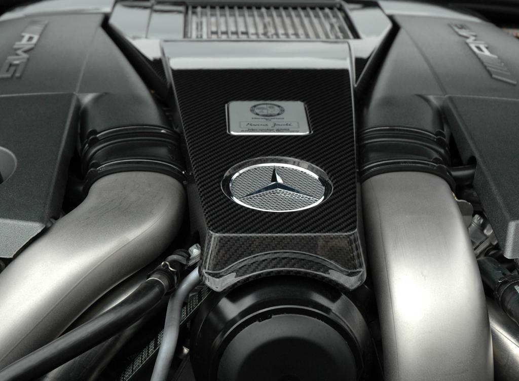 Automatik sind Standard beim 544/571-PS-Achtzylinder.