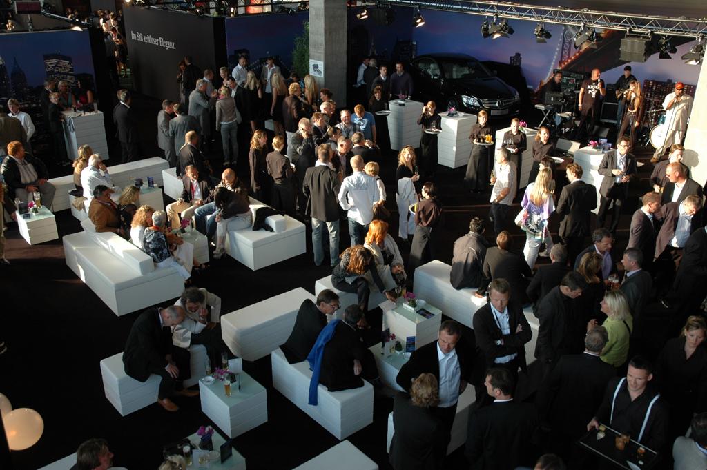 Blick in das Veranstaltungsareal unter der Mercedes-Tribüne in Hockenheim.