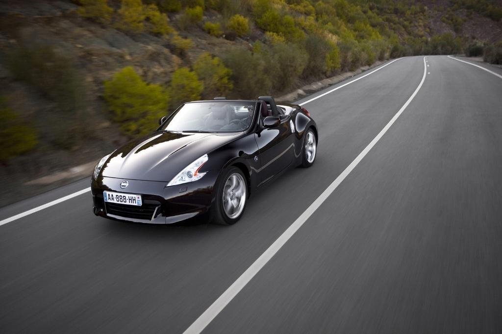 Der Nissan 370 Z Roadster ist die preiswerte Alternative zum Porsche Boxster.