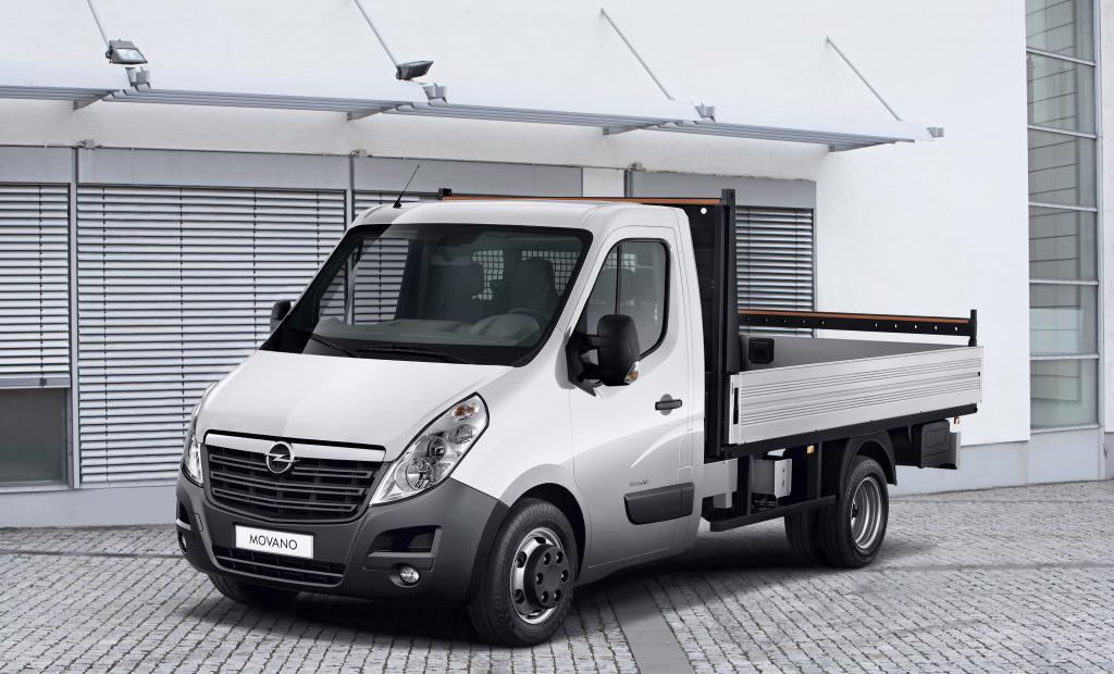 Der Opel Movano ist jetzt ab Werk unter anderem auch als Heck- oder Dreiwege-Kipper erhältlich.