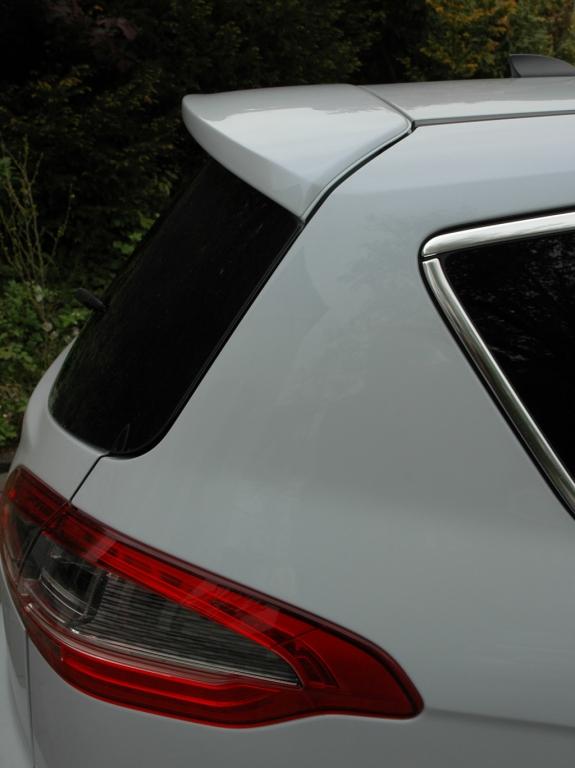 Ford S-Max Ecoboost: An der Dachkante hinten ist ein Spoiler angebracht.