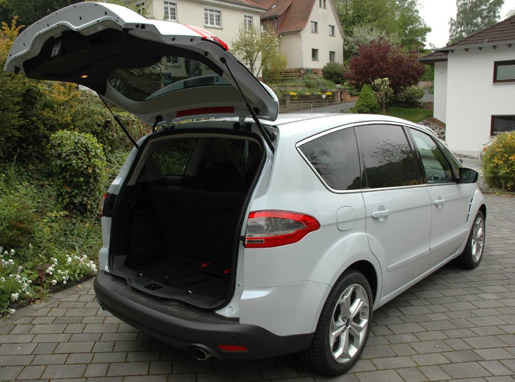 Ford S-Max Ecoboost: Große Heckklappe, großer Kofferraum mit je nach Version 285 bis dachhoch 2100 Liter Fassungsvermögen.