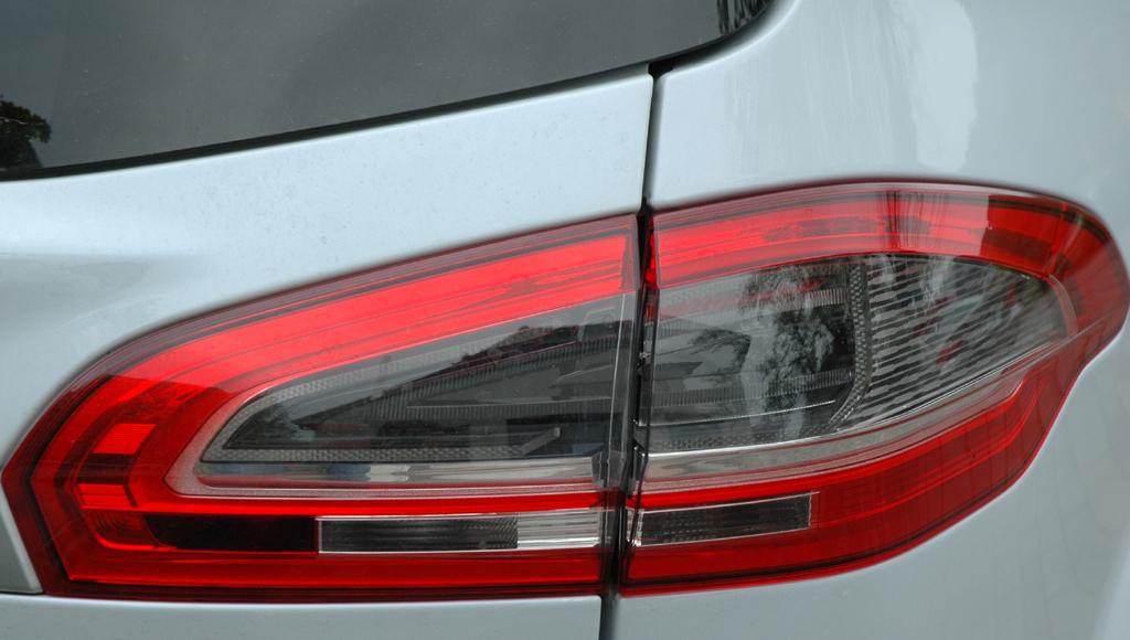 Ford S-Max Ecoboost: Moderne Leuchteinheit hinten.