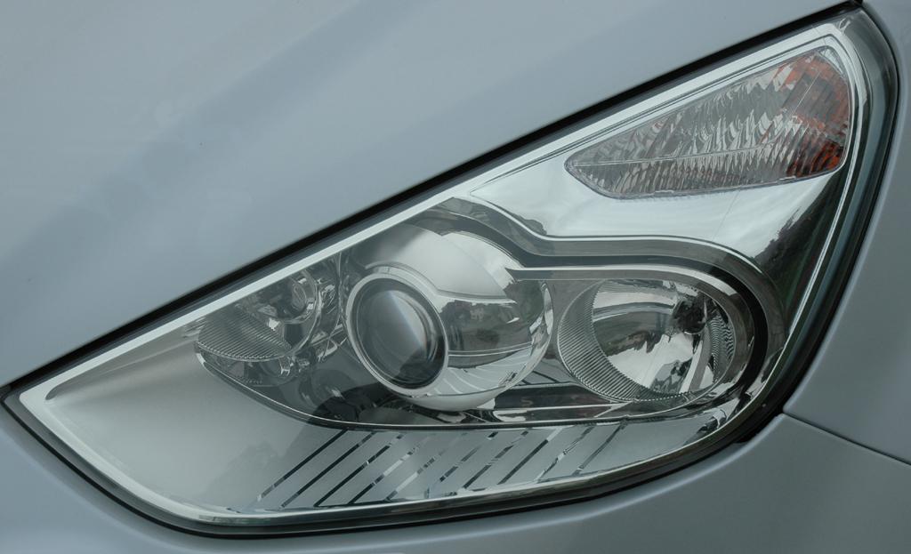 Ford S-Max Ecoboost: Moderne Leuchteinheit vorn.