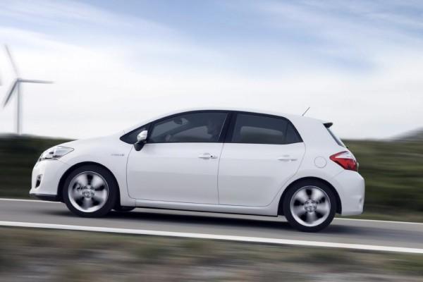 Hybrider Toyota Auris lässt sich probefahren