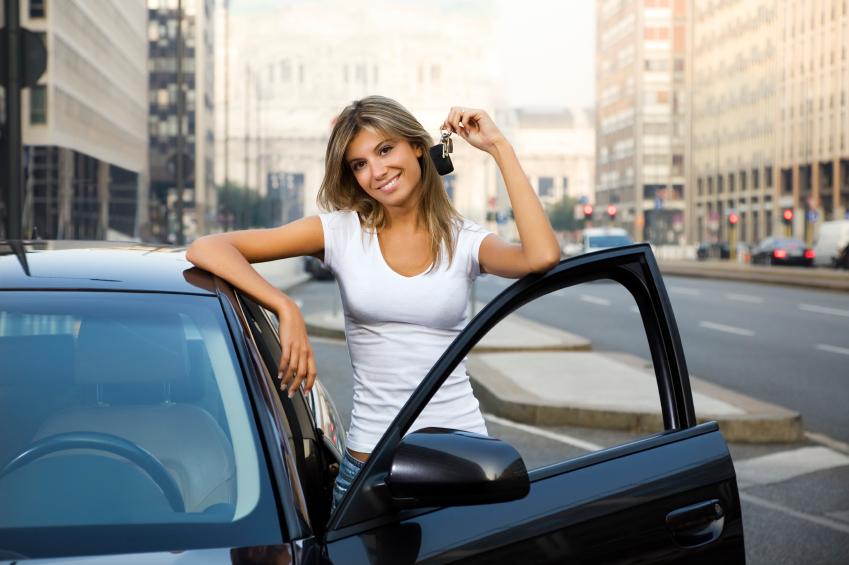 Junge Frauen kaufen sich ihre Autos selbst
