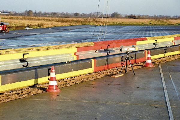 Leitplanken mit Biker-Schutz erhöhen Risiko für Pkw-Fahrer