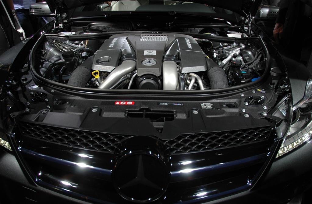 Mercedes CL 63 AMG: Blick unter die Motorhaube.