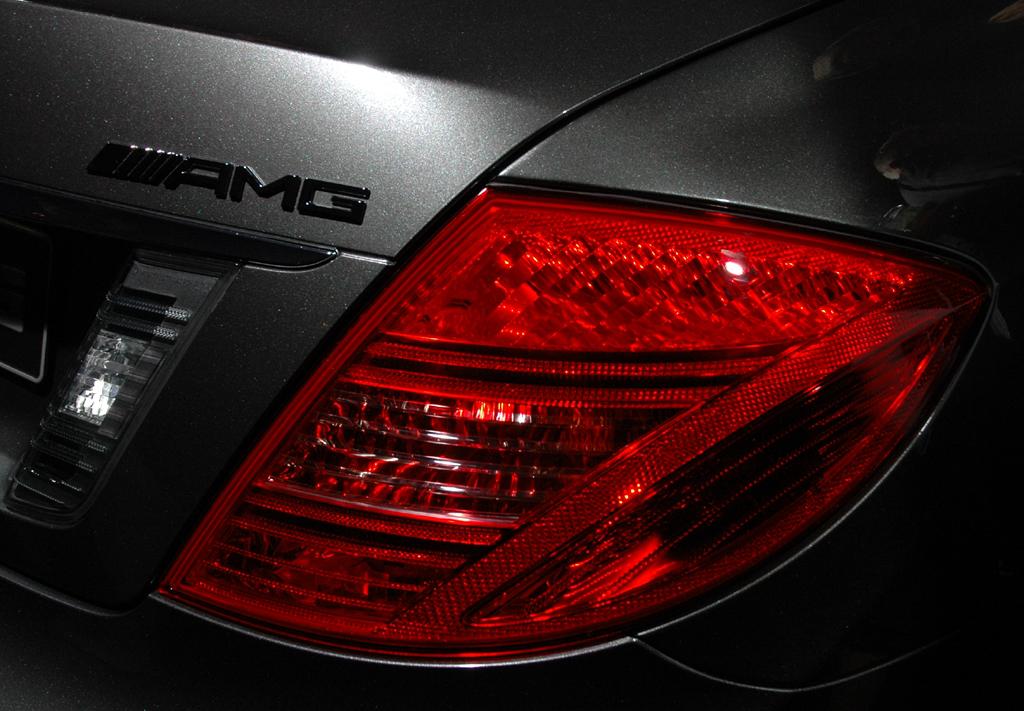 Mercedes CL 63 AMG: Heckansicht mit Markenschriftzug.