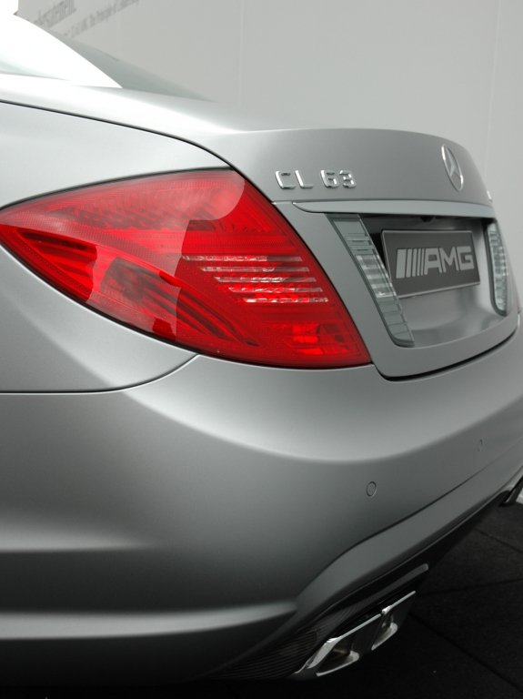 Mercedes CL 63 AMG: Heckansicht von der Seite.