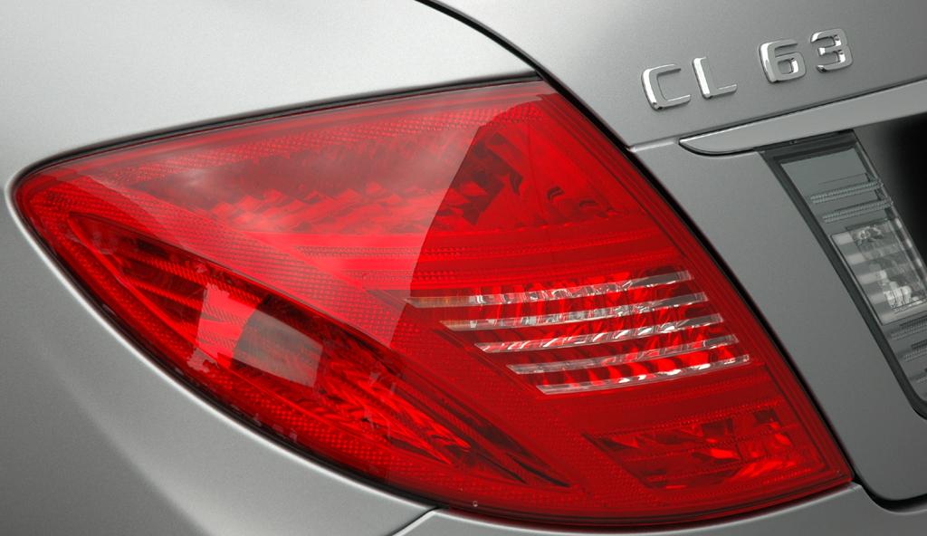 Mercedes CL 63 AMG: Leuchteinheit hinten mit Modellschriftzug.