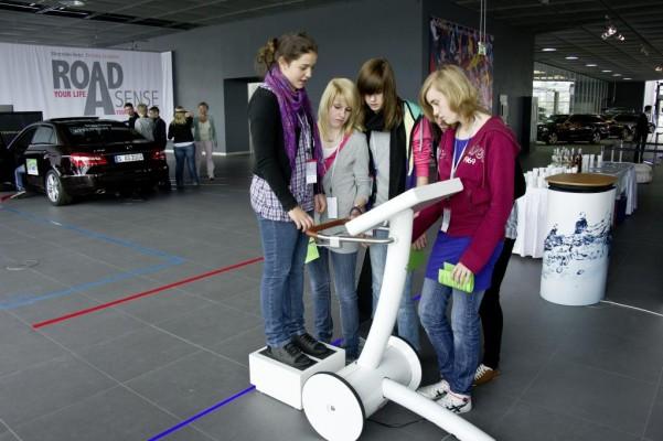Neues Verkehrserziehungsprogramm: Mercedes-Benz Driving Academy