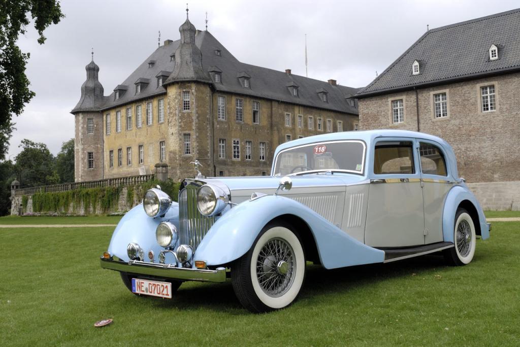 Oldtimer-Treffen auf dem Schloss Dyck naht