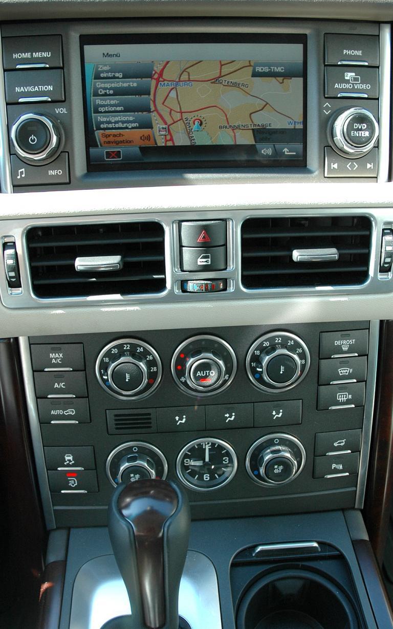 Range Rover Supercharged: Blick auf mittleren Armaturenträger.