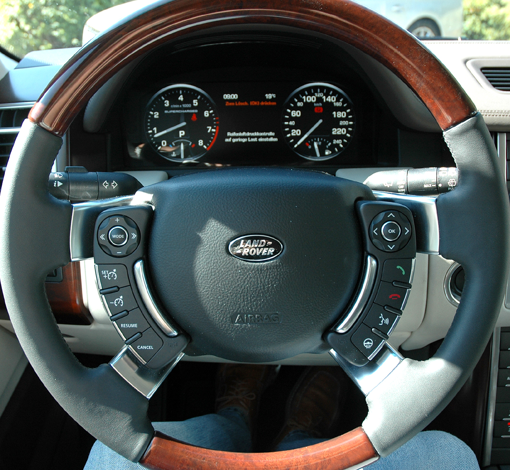 Range Rover Supercharged: Blick ins Cockpit.