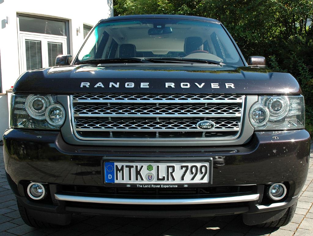 Range Rover Supercharged: Die Front wirkt ziemlich wuchtig.