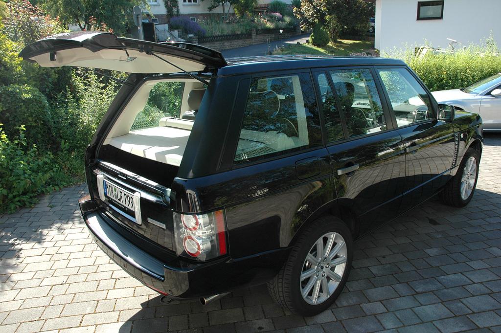 Range Rover Supercharged: Die Heckklappe ist zweigeteilt.