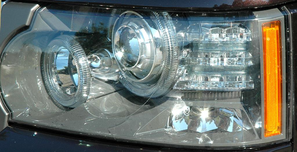 Range Rover Supercharged: Große Rundstrahler-Leuchteinheit vorn.