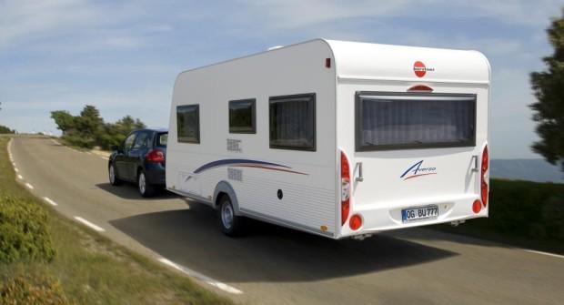 Ratgeber: Das muss bei der Urlaubsfahrt mit Wohnmobil und Caravan beachtet werden