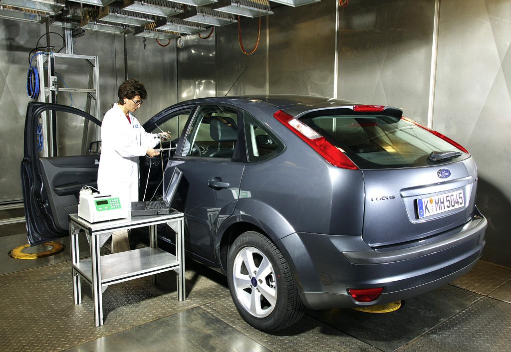 Schon in den Ford-Labors werden die Modelle strengen Prüfungen unterzogen.